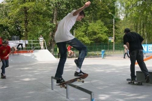 strony skate