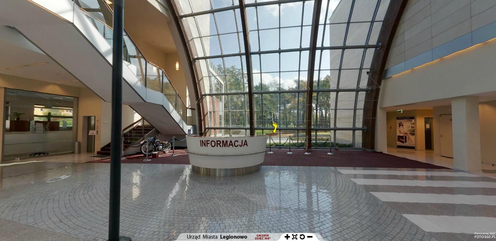 Wirtualny spacer jest aplikacją, która umożliwia w sposób prosty i wygodny obejrzeć od wewnątrz budynek legionowskiego ratusza.